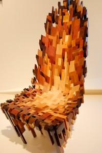 ヨーロッパとアメリカで生産される、さまざまな木材を組み合わせて作ったチェアー。 Yard Sale Project(イギリス)