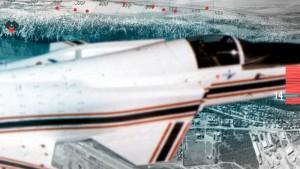 往年の試作戦闘機が画面を大きく横切るシーン。