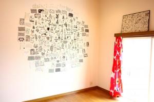 佐藤さんのアトリエに飾られた、小さな作品たち。