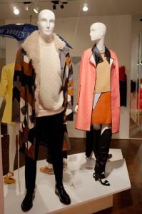個性的でカッコ良い、フィリップ・リムのジャケット(左右両方とも)。