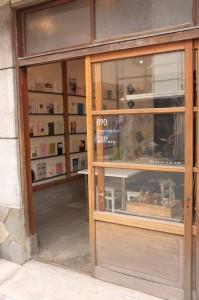 お店は古民家を改装した小さな複合施設の中。