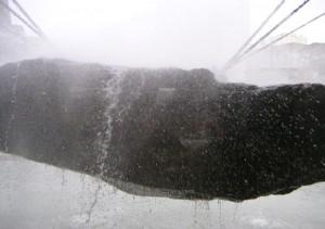 水の噴射は、わりと激しいです。