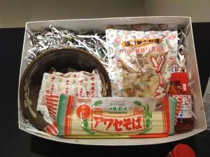 「そんなに沖縄が好きなら これどうでしょう やちむん(焼物)も入った、ソーキソバ丸ごとギフト」