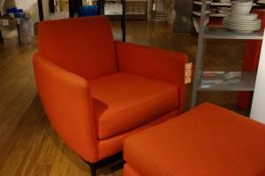 座り心地はまずまずのシングルソファー。価格は約8万円です。